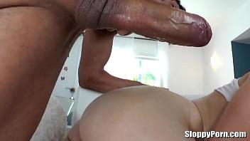 Ruiva gostosa rabuda fazendo sexo anal