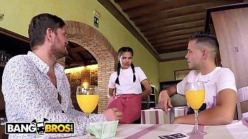 porno espanhol peituda dando para dois macho no filme porno