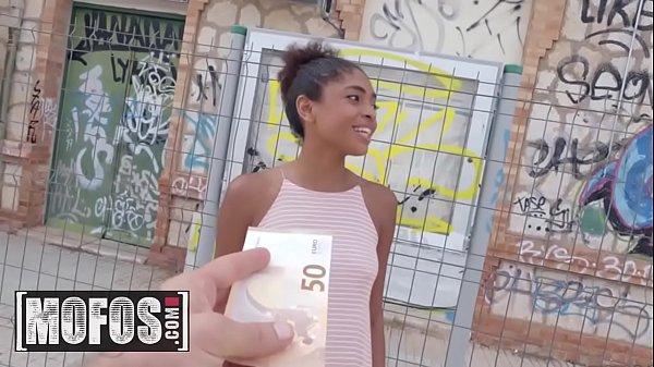 pau grande sexo morena magrinha do bangbros fodendo por dinheiro